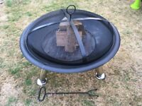 Large Tripod Firepit - with mesh cover, 74cm diameter