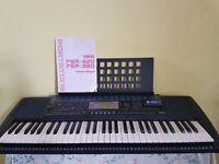 YAMAHA PSR- 420 keyboard + case.