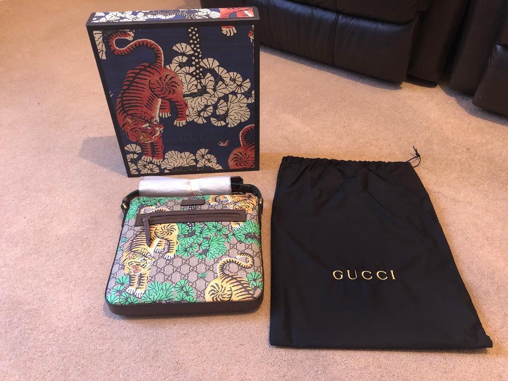 f8ac82abc222 Brand New Gucci Bengal GG Supreme Print Messenger Bag