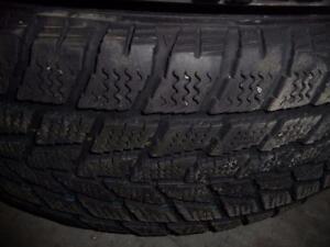 2 pneus d'hiver 205/65/16 Toyo Observe G02 plus