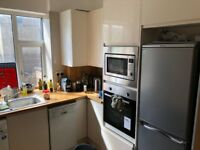 Bright and spacious 3 bed Flat available now