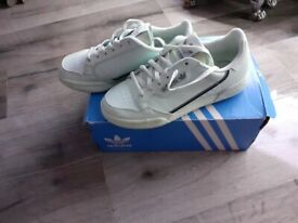 Adidas womens trainers in as new ondition,lime green,size4,boxed,only£5,loc delivery
