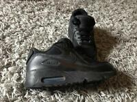 Childrens/kids black Nike air max trainers size 13