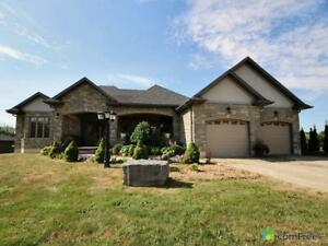 $989,800 - Bungalow for sale in Cathcart