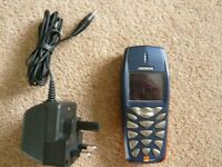 Nokia 3510 Mobile Phone with Charger