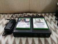 Xbox 500gb with controller. Great condition, works perfectly. Comes with Fifa 18 and Witchers 3