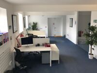 Shared modern office to rent - Central - 5/6 people - Bills included - 1 Parking permit