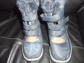 BOYS BLUE SNOW BOOTS SIZE 2 GOOD CONDITION