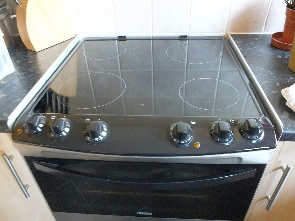 Zanussi free standing cookerin Newcastle, Tyne and WearGumtree - Zanussi free standing electric cooker double oven/grill with helegen hob cooker is in very good condition only reason for sale i require a eye level oven £110 onco