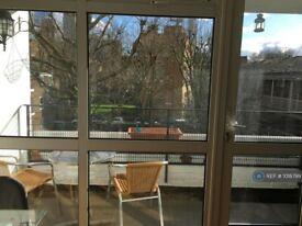 3 bedroom flat in Gough Walk, London, E14 (3 bed) (#1018799)