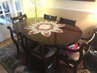 Solid cherry mahogany wood dinning table and chairs extendable