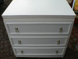 WHITE CHEST DRAWERS STYLISH THREE DRAWER ON WHEELS VERY NICE CONDITION