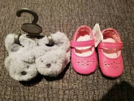 Baby slippers / pram shoes