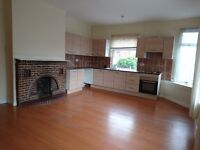 WALSALL: 2 large double rooms bills included and custom furbishing in very clean and spatious flat