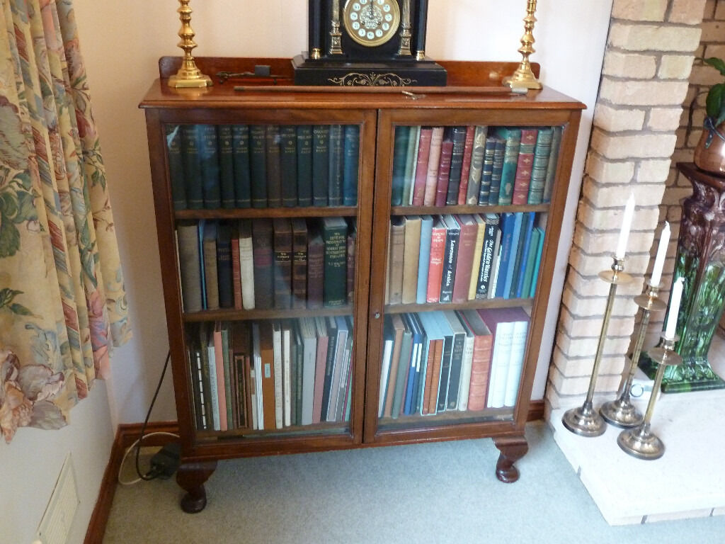 Pretty Victorian Small Mahogany Display Cabinetbookcase 2 Glazed