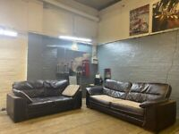 DESIGNER REAL SOFT LEATHER 3+2 SOFA SET IN EXCELLENT CONDITION VERY COMFY SMART