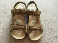 Ladies Earth Spirit beige brown velco sandals Brand New shoe size 6
