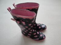 GIRL'S CHEROKE WELLINGTON BOOTS. BLACK WITH PINK SPOTS. SIZE 1