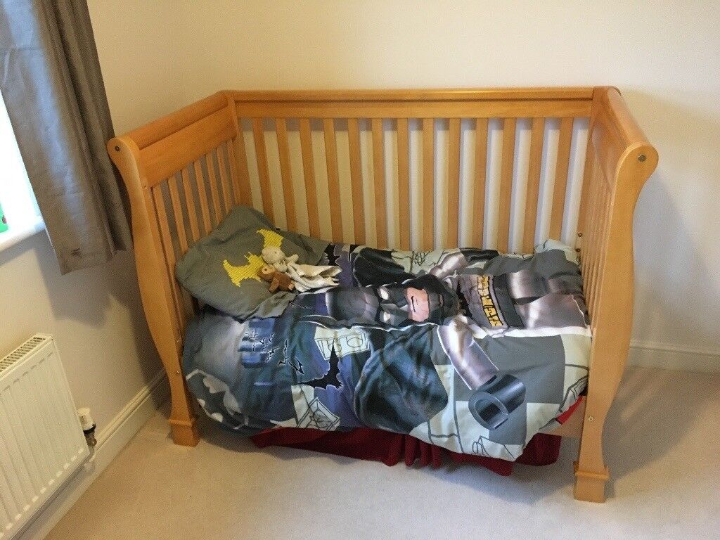 baby cot that coverts to/ childrens bed