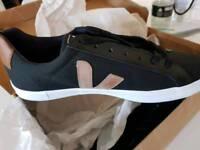 Veja Mens Designer Shoes. 11