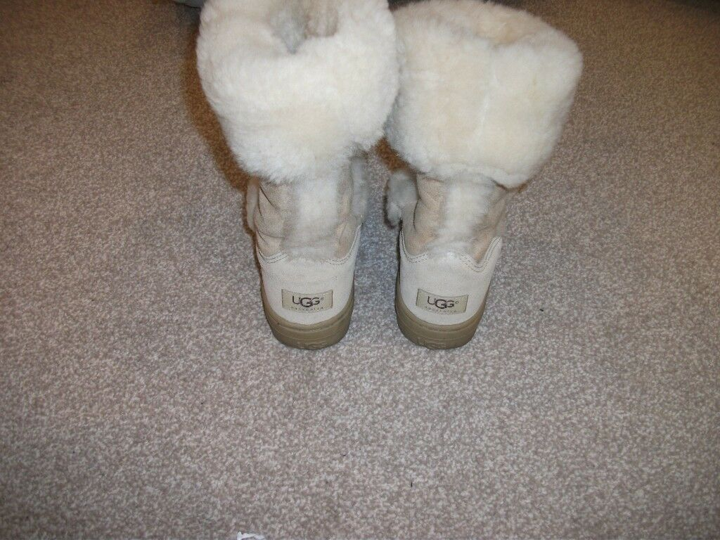 fbc3cd0ee9e PAIR OF LADIES UGG BOOTS SIZE 5   in Southport, Merseyside   Gumtree