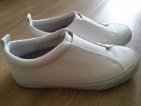 Karrimor Men shoes in white color ( size 8) in good condition to sale at half price