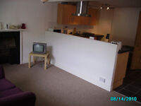 Double room in 4 bed flat in Batheaston high street
