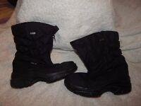 Girls/Ladies Waterproof Snow/Hiking Boots UK Size 6.