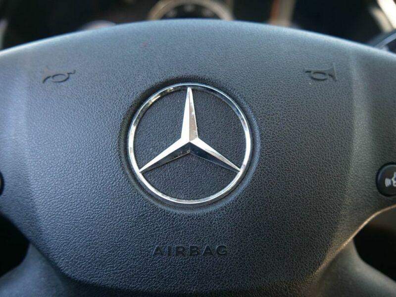 Image 24 Voiture Européenne d'occasion Mercedes-Benz E-Class 2011