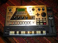 Roland MC-307 Groovebox Classic Drum Machine Synthesizer Sequencer Excellent