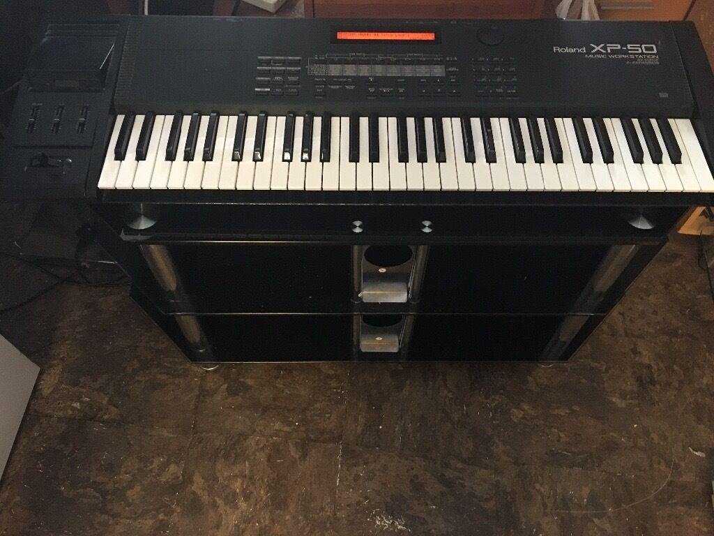 ROLAND XP50 KEYBOARD MUSIC WORKSTATION IN EXCELLENT CONDITION