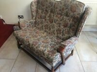 LOVELY CONDITION COTTAGE STYLE WINGBACK 2 SEATER SOFA/SETTEE, BUTTON BACK, SOLID WOOD ARMS & FRAME