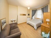 LARGE DOUBLE ROOMS TO RENT JUST OFF THE LISBURN ROAD WITH ALL BILLS INCLUDED!!