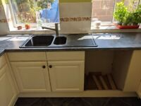 Solid Wood Kitchen Units (incl. hob, extractor and sink)