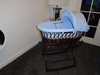 Moses basket with foldaway rocking stand