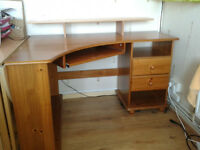 Corner desk in very good condition