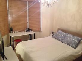 Large double bedroom - Hotwells