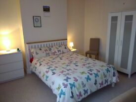 Central Big double bedroom 1 minute from beach and town