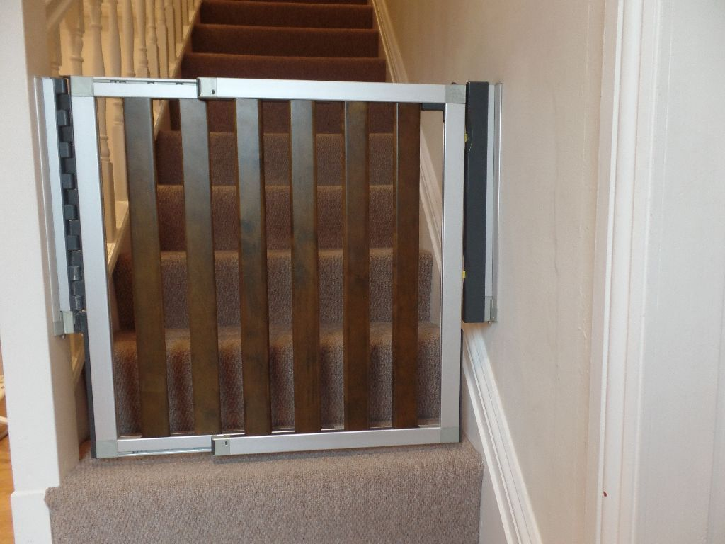 Lindam Numi Extending Baby Gate In Dark Wood And Aluminium