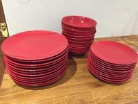 Red dinner set