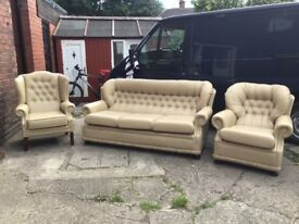 LEATHER CHESTERFIELD STYLE SUITE BEIGE LEATHER QUALITY SUITE COST OVER 1200 NEW RARELY USED £499
