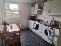 2 bedroom flat in Altair Close, London, N17 (2 bed) (#36674)