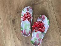 Girls flip flops size 29