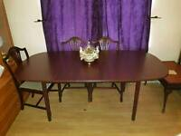 Extendable Dinning Room Table And 6 Chairs