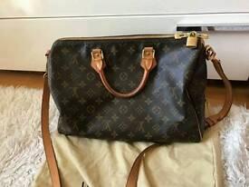 % 100 authentic Louis Vuitton 35