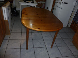 Pine Kitchen/Dining room Table, extends to seat 8