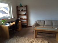 TOP FLOOR BRIGHT 2 BED WEST END FLAT IN QUIET AREA DOUBLE GLAZING ELECTRIC HEATING