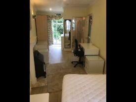 Immaculately furnished room with En Suite in shared Student house - all bills included