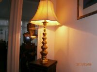 BEAUTIFUL LARGE TRADITIONAL BRASS TABLE LAMP WITH FULLY LINED SILK SHADE