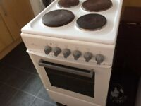 I'm selling a electric freestander cooker.